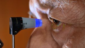 Examen du glaucome, pression intraoculaire